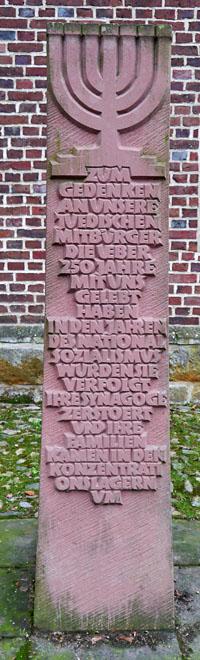 Gedenkstein an der Kirche St. Martin 4